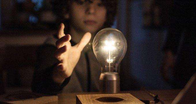flyte-levitating-lightbulb-is-the-stuff-of-magic-805x426-680x360