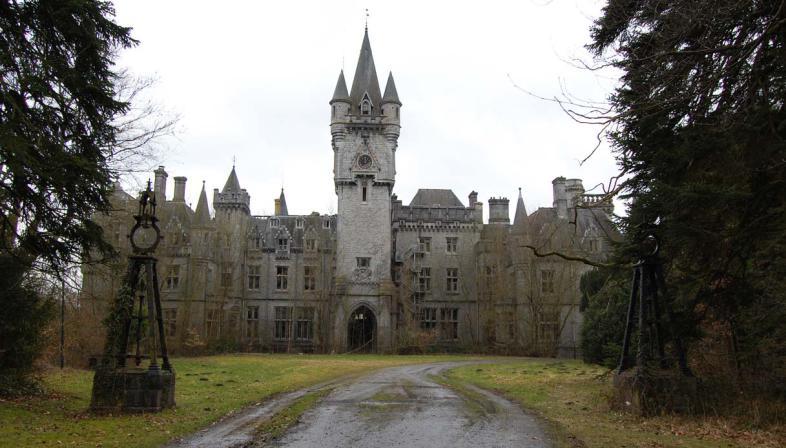 castello-noisy-abbandonato-w