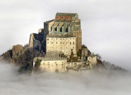 Eremi da brivido in Italia, luoghi sacri nella roccia